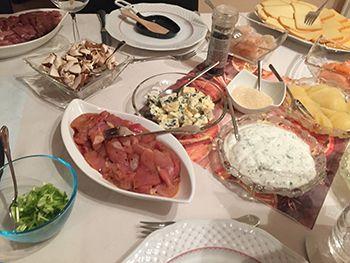 Gedeckter-Raclette-Tisch